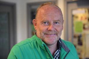 Bertil Jonsson, Själevad: – Personligen är jag lite dubbel i den frågan. Pengar i handen går inte till skolor och samhället i hemlandet. Samtidigt tar förändringar tid. Men det handlar ju om människor i nöd.