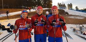 Stafettåkarna i juniorklassen. Josefin Lindström, Moa Hedman och Hannah Forsman.