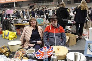 Katarina och Per Andersson från Surahammar  sålde för att bli av med lite grejer. De hittade köpare till bland annat kassettdäck, en gammal rullbandspelare och LP-skivor.