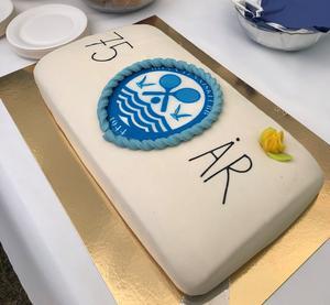 Böna Tennisklubb fyllde 75 år i år och det firades med kaffe och denna präktiga tårta. Bild: Niklas Malmqvist.