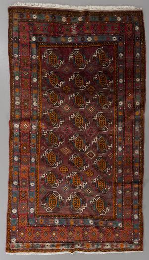 Matta, Turkmen, cirka 257 x 166 cm. Utropspris på Bukowskis Market var 2000 kronor.