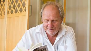 Författaren Eric Fylkeson har startat sitt nya bokförlag, Aprilvindan, som enbart trycker pocketböcker.