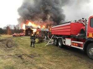 Räddningstjänst, en ambulans samt polis hade larmats till platsen.