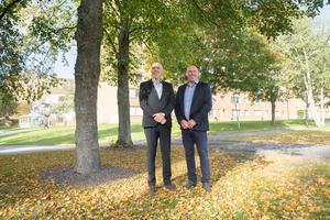 Per-Axels och Lars-Åke Månssons företag ägde tidigare 126 lägenheter i Hovsjö. I fredags fick de nycklarna till ytterligare 786 lägenheter, som man köpt av av Telge Hovsjö.