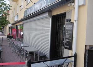 Efter tre inbrottsstölder på kort tid är nu restaurangen rustat med både skyddsjalusi och gallerdörr.