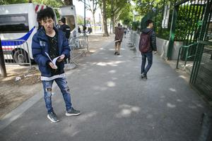 Jamal håller tummarna för att Migrationsverket ska ge honom ett bankkort så att han kan få en statlig ersättning på fem euro om dagen.