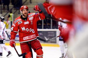 Modos Henrik Björklund jublar efter sitt 2–0-mål mot Vita Hästen. Bild: Erik Mårtensson/Bildbyrån.
