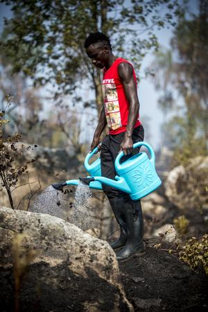 Även Dedieu Lombuni, Ljusdal, hjälpte till i eftersläckningsarbetet.