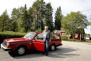 Sin allra första taxibil har Sven-Olof Persson kvar i garaget.