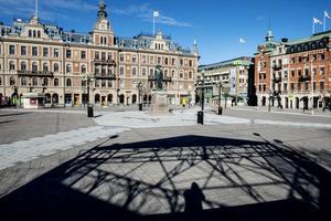 Stora torget i Sundsvall. Skribenten frågar sig om det saknas  entreprenörer? Villiga torgsäljare? Eller om torghyran är för dyr? Eller om det inte är fint nog att vara torgsäljare?
