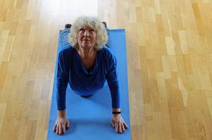 Andningsteknik och yoga är något som Lena Kristina både lär ut och praktiserar.