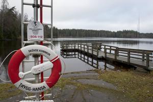 Kommunen överklagar inte domen om vattenuttaget ur Hållsdammen, utan siktar istället på att göra en ny ansökan om ett mindre uttag som tar mer hänsyn till den omgivande miljön.