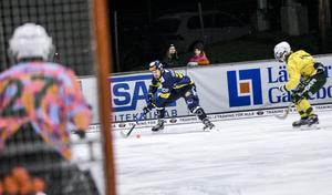 Nyförvärvet Mikael Olsson tog plats på Faluns mittfält i premiären.