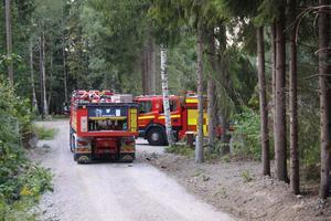 Räddningstjänsten stanna kvar ett tag under onsdagseftermiddagen för att hjälpa till med att blötlägga området.