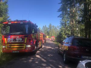Vid klockan 11.55 hade räddningstjänsten branden under kontroll.