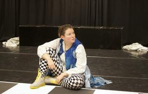 17-åriga Yolanda Ryn spelar huvudrollen Alice i föreställningen med samma namn.