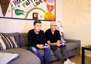 Victor och Mats på lekterapin på Falu lasarett. Foto: Min Stora Dag.
