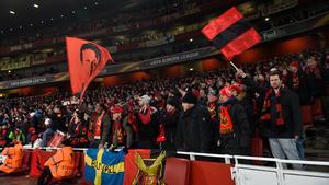 ÖFK-supportrar på Emirates Stadium i London vid returmötet mot Arsenal 22 februari 2018.