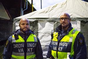 Ordningsvakterna Martin Lindblom och Jerry Steen hade det lugnt, i alla fall i början av kvällen.