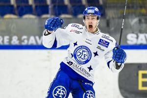 Tobias Forsberg jublar efter ett mål mot Pantern säsongen 2015/6. Foto: Bildbyrån