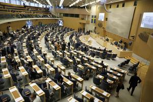 Sveriges riksdag saknar ett parti som tar de fattigas frågor på allvar, enligt insändarskribenten.
