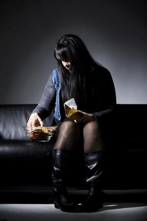Mat och godis var aldrig en glädje för Maria utan bara ett sätt att dämpa ångesten. Innan hon fick hjälp åt hon för mycket och i ensamhet. (OBS! Bilden är arrangerad, personen på bilden har inget med texten att göra.)