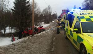 Det blev helt stopp i trafiken på Bergsjövägen under räddningsarbetet.