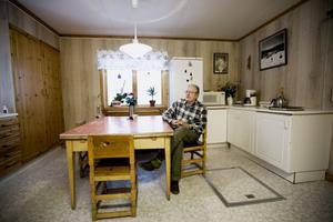 Kurt Berglund är Vamsjönäs enda innevånare. Han har 3,2 kilometer till närmaste grannen.