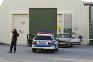 Tre interner fritogs 2004 från Norrtäljeanstalten av tre maskerade personer beväpnade med automatvapen. Fritagarna backade in en bil genom grindarna. Foto: Tomas Oneberg/Scanpix