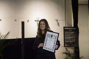 Svenska Fotbollsförbundet uppvaktade Team Hudiks ordförande Erika Hansson med ett diplom på 25-årsjubileumet.