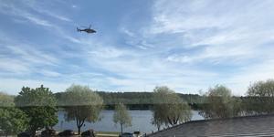 Helikoptern cirkulerade över Lillfjärden vid 10-tiden på tisdagsförmiddagen.