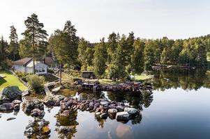 Unikt läge med egen sjötomt vid Varpan.  En året-om-upplevelse. Foto: Kristofer Skog, Husfoto.