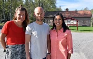 Starten av Run for a reason går mitt emot Kvarnsvedens skola. Karin Isaksson, Marcus Ekstam och Mikaela Näslund berättar att man kan anmäla sig senast omkring klockan 10.30 på lördagen om man vill delta.