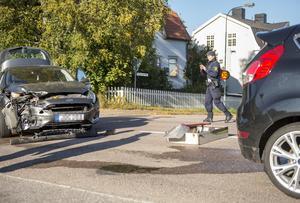 Två personbilar krockade i korsningen Majorsgatan och Fridhemsgatan. Ingen person behövde  följa med ambulanserna till sjukhus.