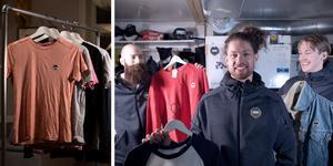 Martin Krigh, Aksel Örn Ekblom och Filip Skoglund håller upp några av plaggen som finns att köpa.