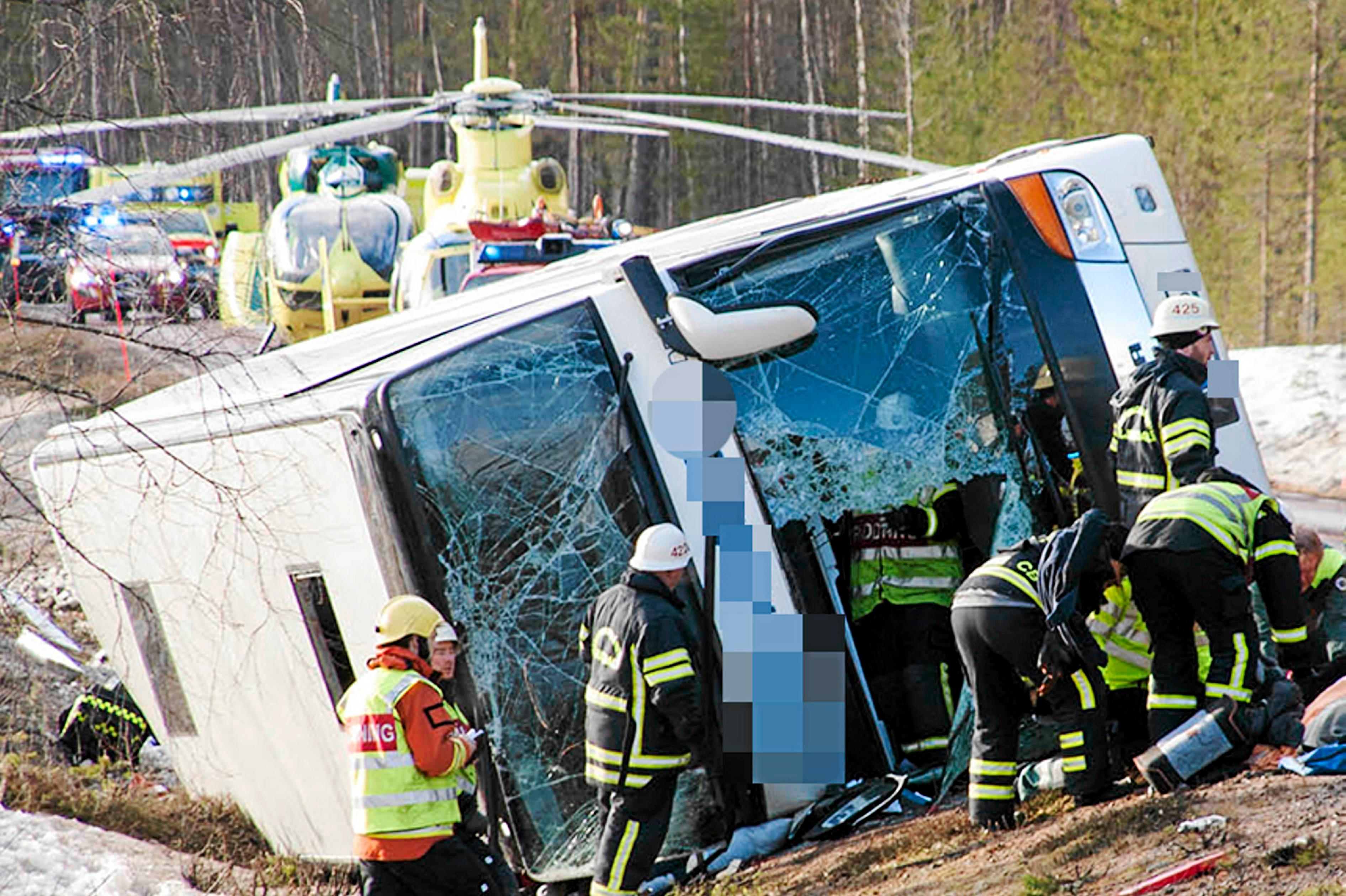 Fyra barn omkom i bussolycka