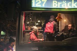 I dagsläget åker majoriteten av elevern buss 127 mot Bräcke, till skolan i Gällö. Fast några åker en egen buss från fritids.