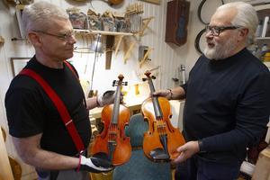 Jim Boistrup med sin fem-strängade fiol och Michael Wallmo med en altfiol som han byggde på 80-talet.