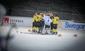 Vetlanda och Villa Lidköping mötts i SM-finalen i våras – då vann Vetlanda med 8–2 efter bland annat fyra mål från Isac Karlsson.