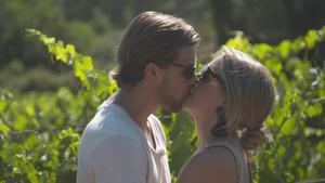 """Joacim och Caroline (som är från Arboga och har föräldrar och syskon i Arboga) fann kärleken i tv4:as """"Bonde söker fru"""" 2017.Foto: Tv4"""