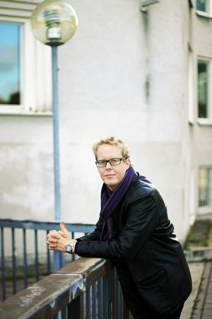 – Det fanns ett patos i det Henning Mankell skrev, säger deckarförfattaren Jonas Moström, med ursprung i Bräcke