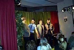 Foto:GUN WIGH Revy på puben. Peter Iller, Per-Erik Sortti, Christina Pettersson och Anna-Lena Persson står på scenen i Brynäs egen nyårsrevy, Blues på Brynäs.