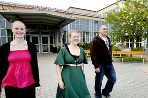 UTVALDA. Lindha Pettersson, Andreas Leiwert och Elin Ivarsson är tre av de antagna på Göranssonska skolans och Sandviks traineeprogram som startade i går. Trots stora förändringar tror de på en framtid på Sandvik.