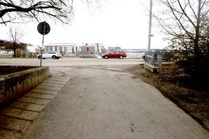 Trafikverket kommer att sätta upp ett tillfälligt övergångsställe vid Tivolibron mot Norra kajen.