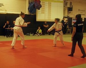 Två av Judo Sundsvalls judoka Franziska Mikolasch och Thea Johansson. Bild: Privat.