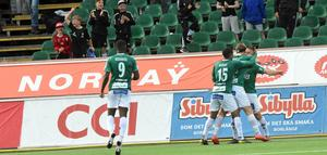Jubel efter Benjamin Hjertstrand insats fram till 1–0 Brage.