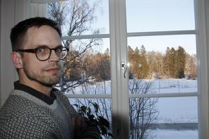 Jonas Selmeryd har  utsikt mot tennisbanorna på Fridnäs och Stallhagsparken.