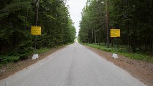 Den välkända Underåsrakan utgör områdets gräns mot väster. Täktverksamhet har bedrivits i området sedan 1930-talet. Nuvarande tillstånd gäller till 2042.