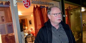 Kenneth Persson vill skjuta på beslutet om skolans framtid.