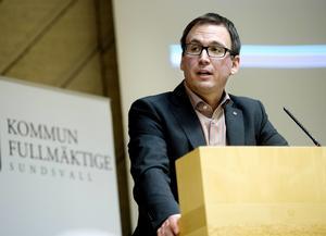Sundvalls kommunalråd Peder Björk (S) var en av åtta socialdemokrater som vägrade att svara på ST:s enkätfrågor. Exempel på andra partikamrater som gjorde samma sak är Bodil Hansson, Lena Österlund, Åsa Ulander och Niklas Säwén.